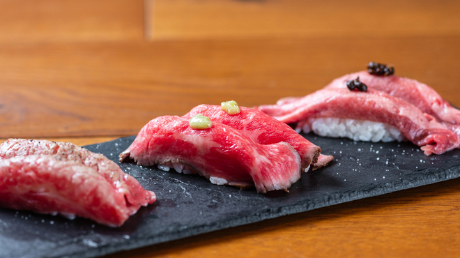 日本酒と焼肉 吉岡太一